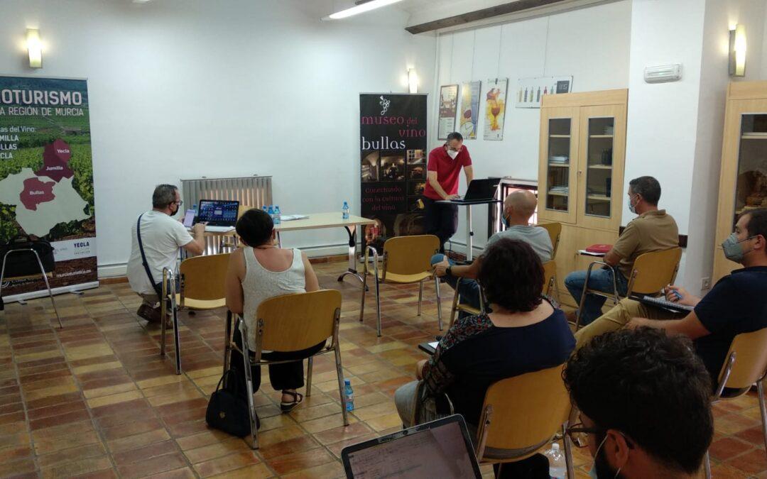 Socios de la Ruta del Vino de Bullas participan en un taller semipresencial sobre paquetización turística
